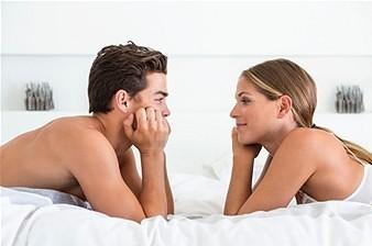 Parler de la pornographie dans un couple